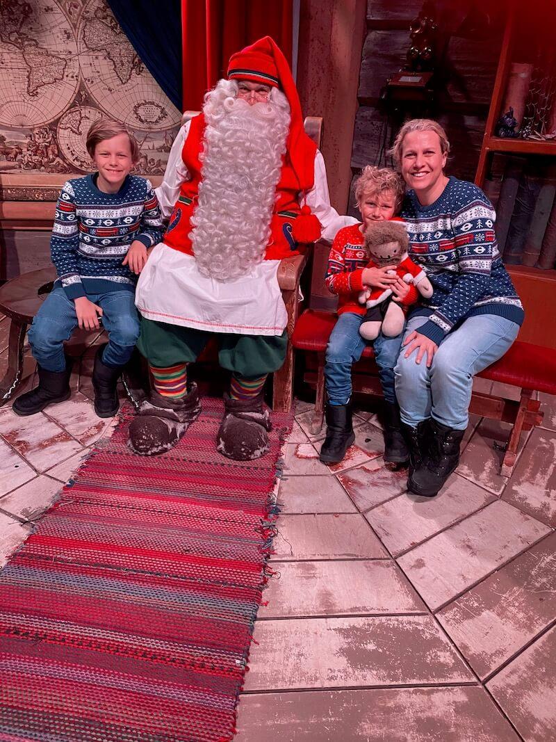 Image - Santa Claus Office family photo