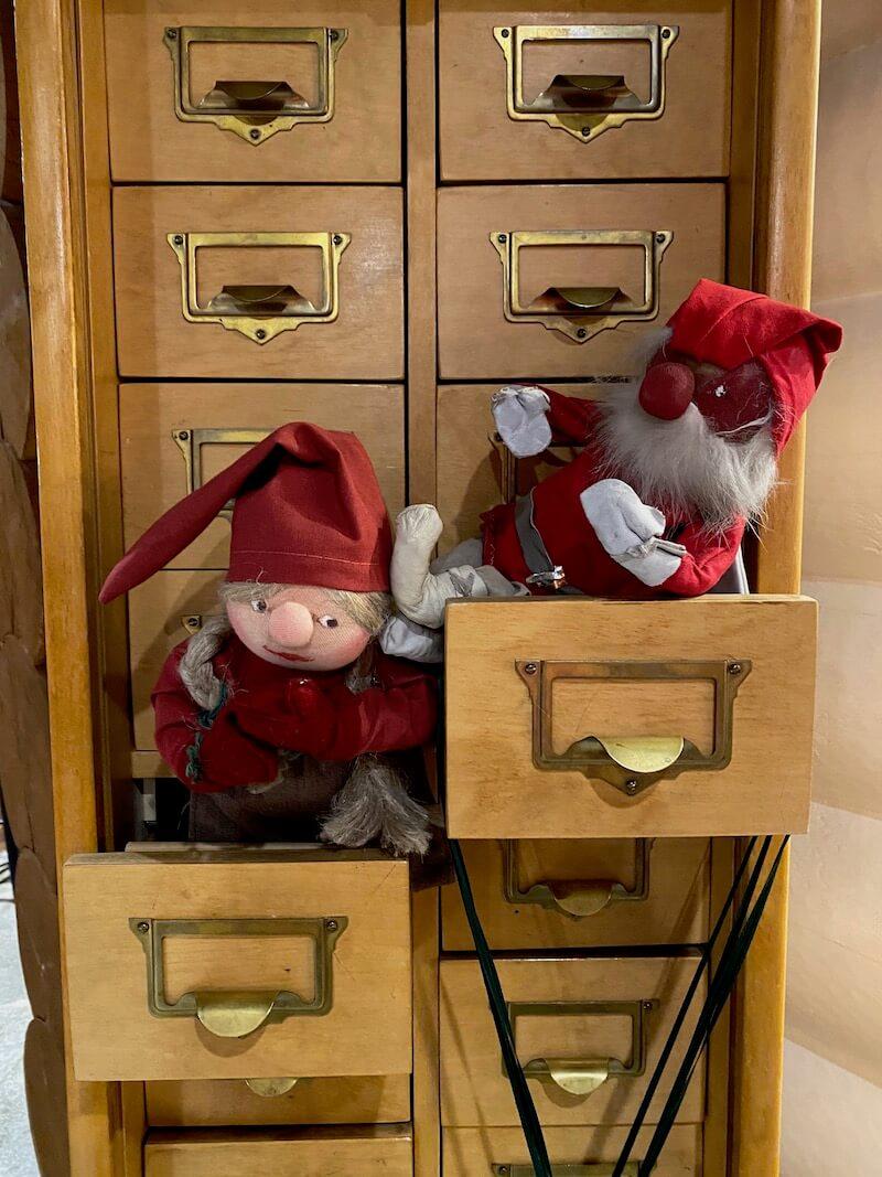 image - official santa post office rovaniemi elves