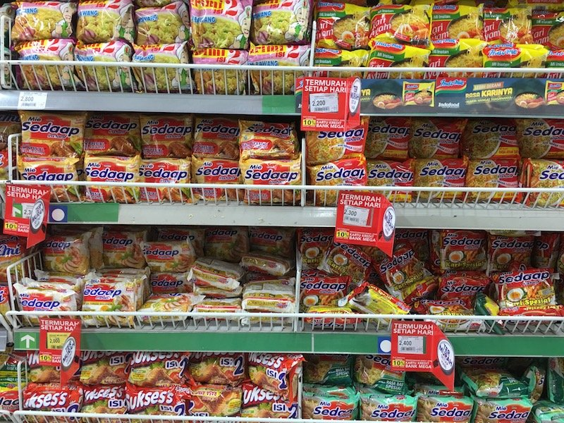 Carrefour Bali Supermarket noodle and rice aisle pic