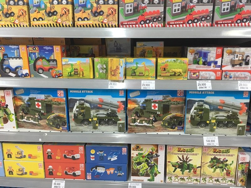 Carrefour Bali Supermarket toy aisle pic