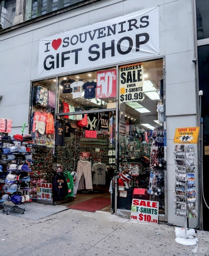 I-love-souvenirs-gift-shop-new-york--700x857