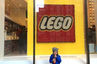 Photo - Lego Brick Store New York Manhattan