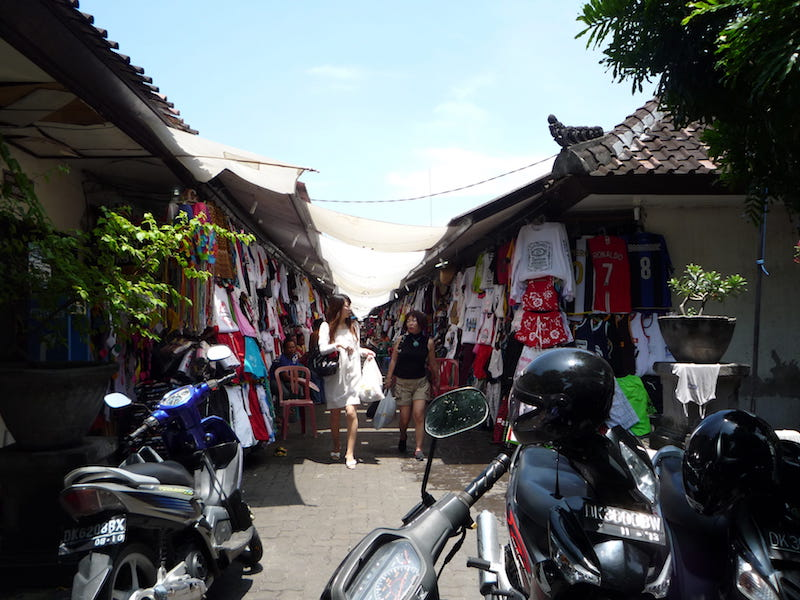 shopping for clothes in Bali at markets pic