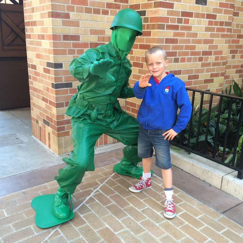 disney hollywood studios toy story green army men pic 800