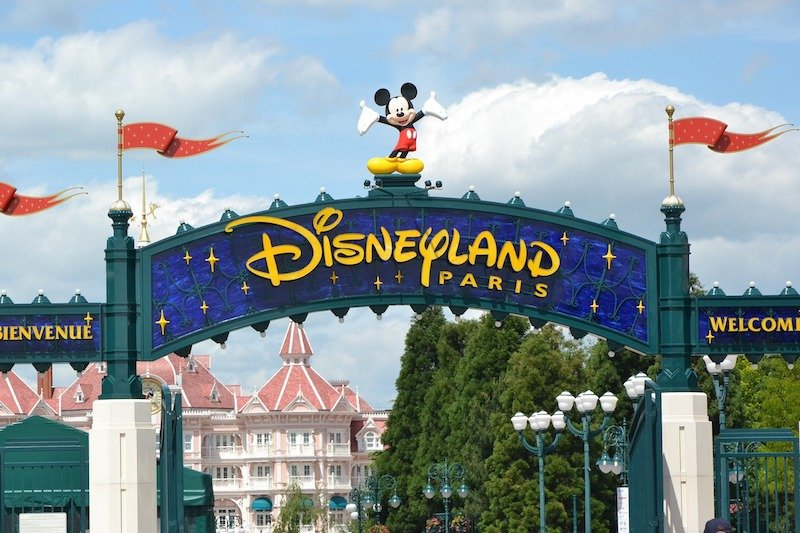 disneyland-paris-entrance-gates 800