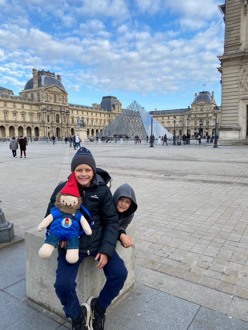 getting to the louvre for kids in paris