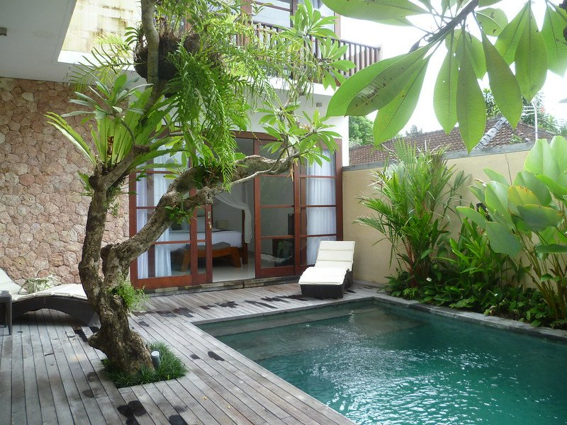 how to avoid mosquitos in bali at hotel accommodation - by tjeerd wiersma flickr