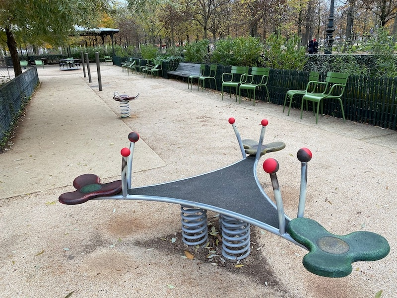 aire de jeux paris playground seesaw pic
