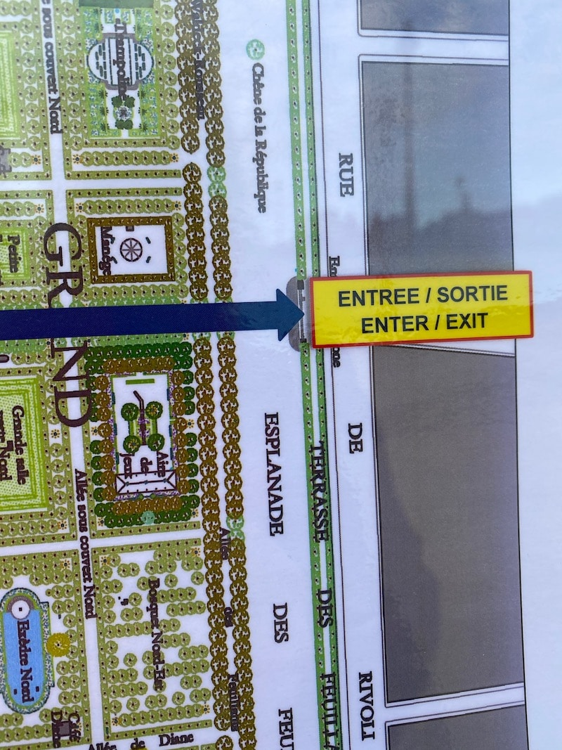 jardin des tuileries playground entrance sign pic