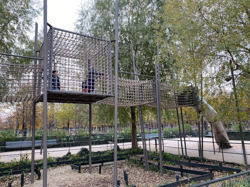 aire de jeux paris playground structure pic