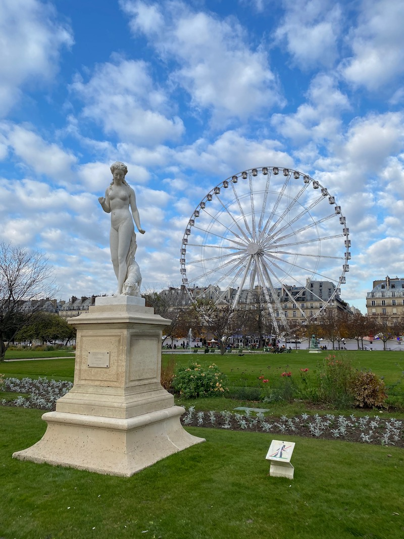 best paris playground near louvre pic