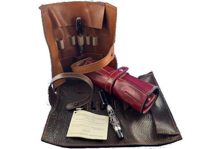 leather pen holder from cartoleria pantheon pic