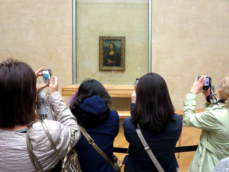louvre museum mona lisa painting with crowds pic by david stanley