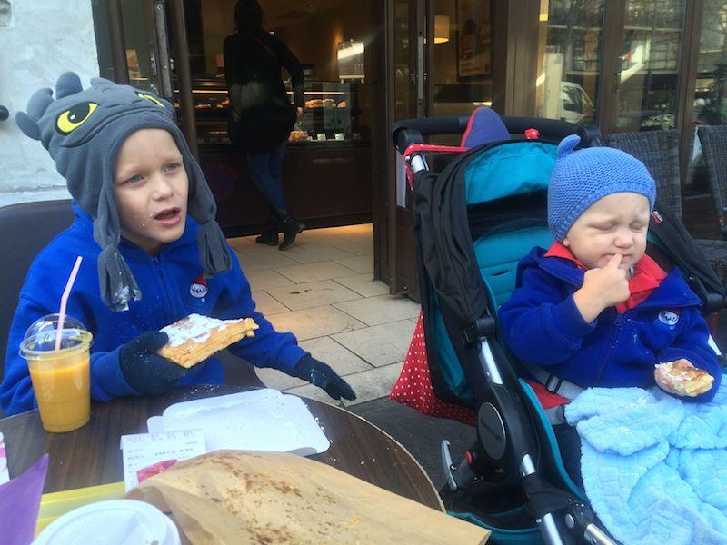 kids in paris breakfast pic