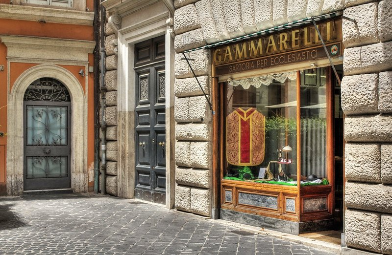 rome souvenirs - haberdashery shop in rome pic by ronnie r