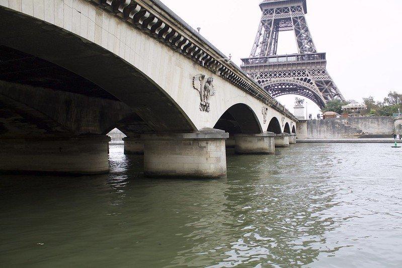 eiffel tower bridge pic