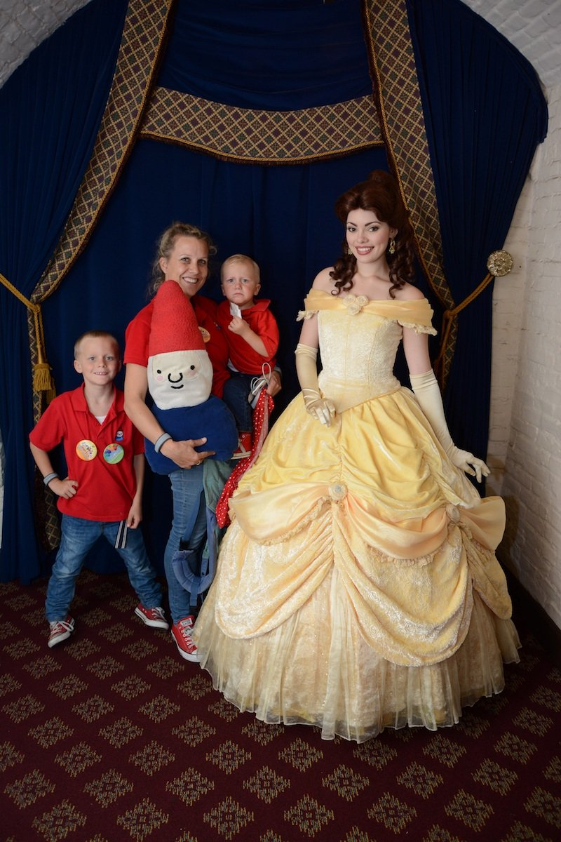 disney princesses at akershus royal banquet hall with family pic 800