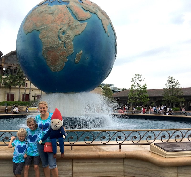 disney-sea-globe-family-800
