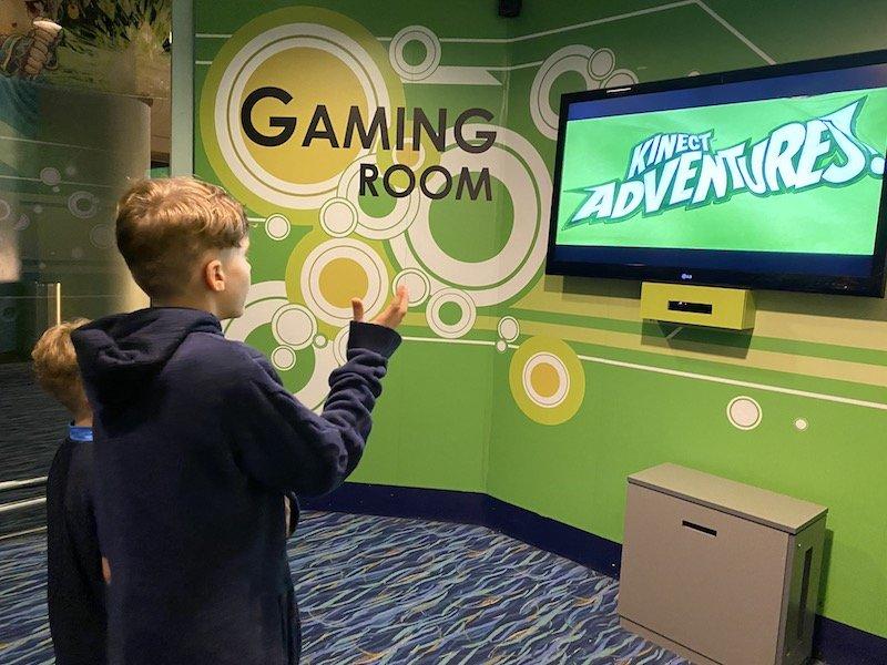 free gaming room at changi airport 800