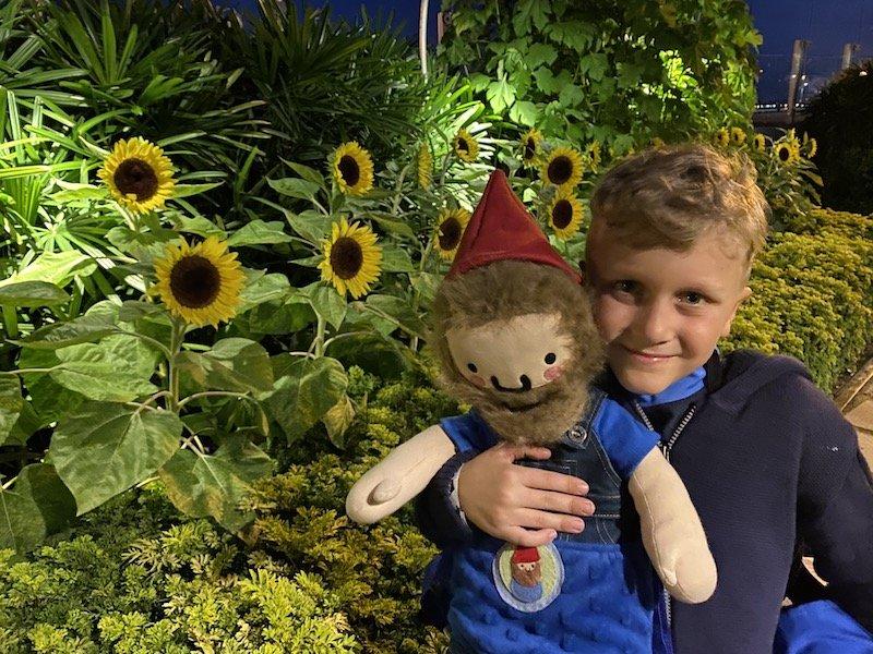 jack at sunflower garden changi airport 800