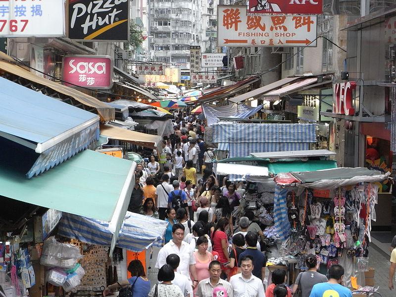 800px-Tai yuen street market in wan chai view pic
