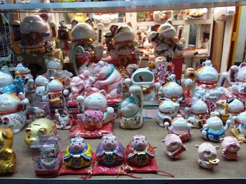 wan chai tai yuen market in hong kong pic