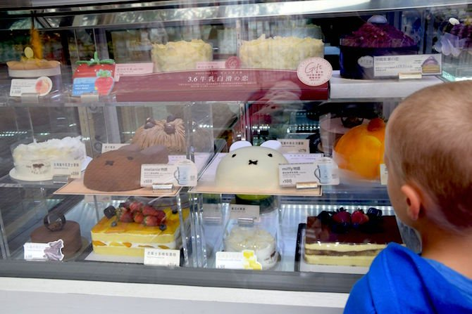 Image - best foods to try in hong kong cake shops