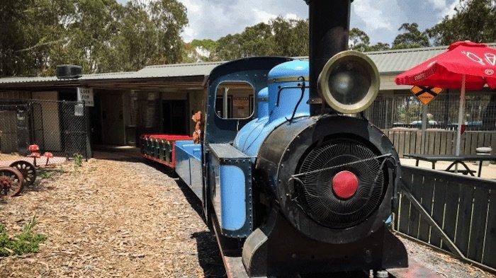 Photo-Yarralumla-Weston-Park-Railway