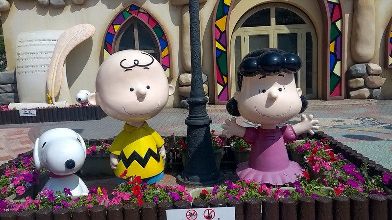 charlie brown lucy and snoopy statues pic by xiquinhosilva