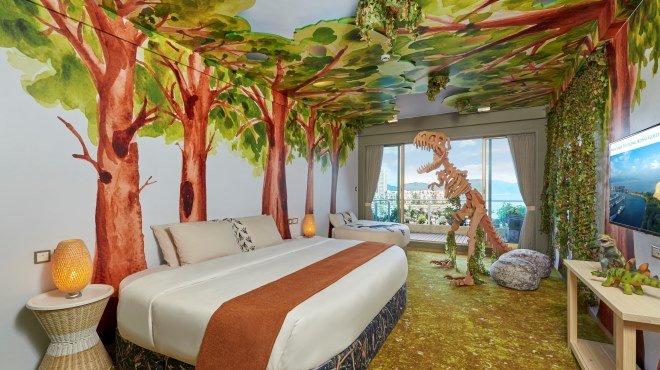 dinosaur themed room at gold coast hotel