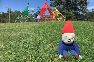 fadden pines playground canberra rainbow forts pic