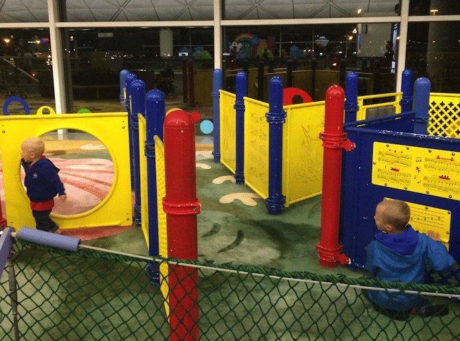 hong-kong-airport-play-area-climbing-equipment
