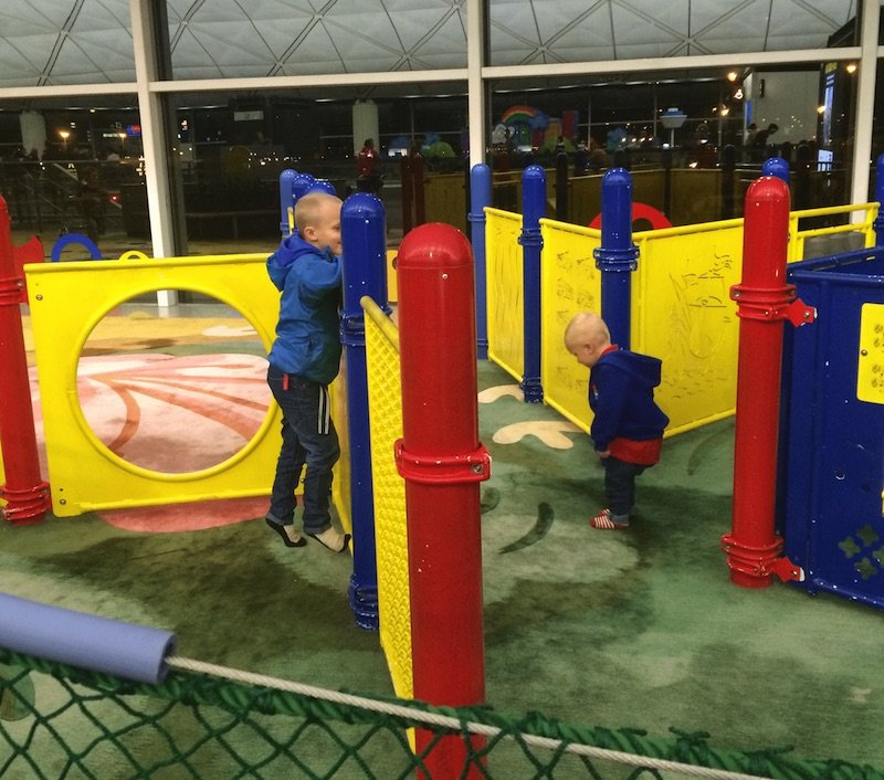 hong-kong-airport-play-area-for-kids-carpet-floor