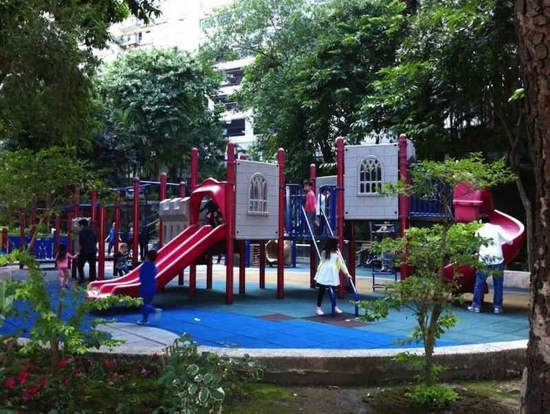 hong-kong-escalator-street-playground-caine-rd
