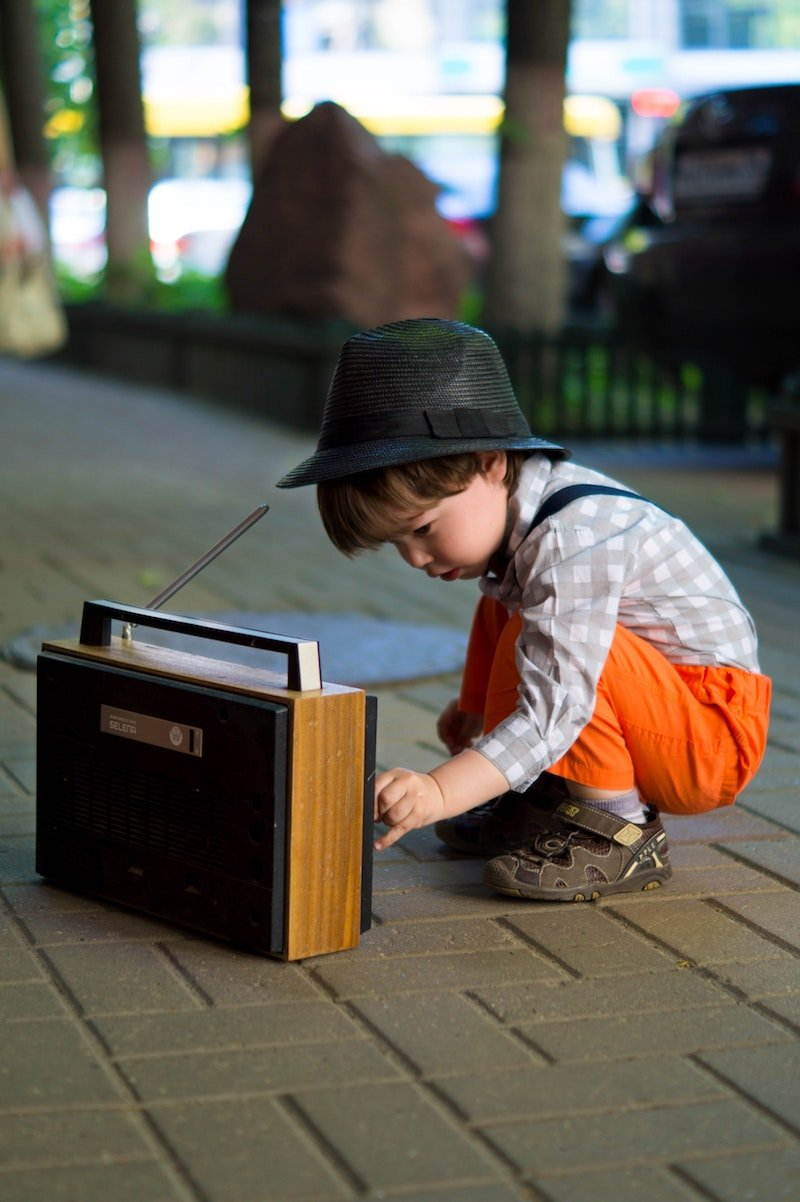 how to win radio contests by victoria borodinova pexels boy-tuning-transistor-radio-1619779