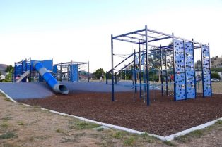 pic - gordon playground canberra Gordon Playground blue copy