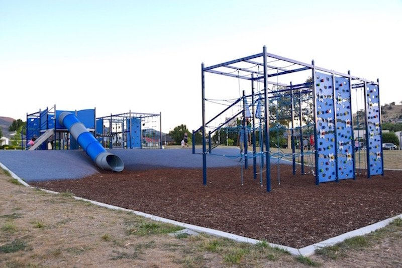 gordon playground canberra fort and climbing frames