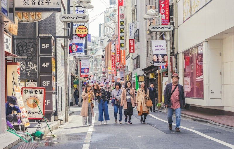 shopping in japan by jeremy-stenuit
