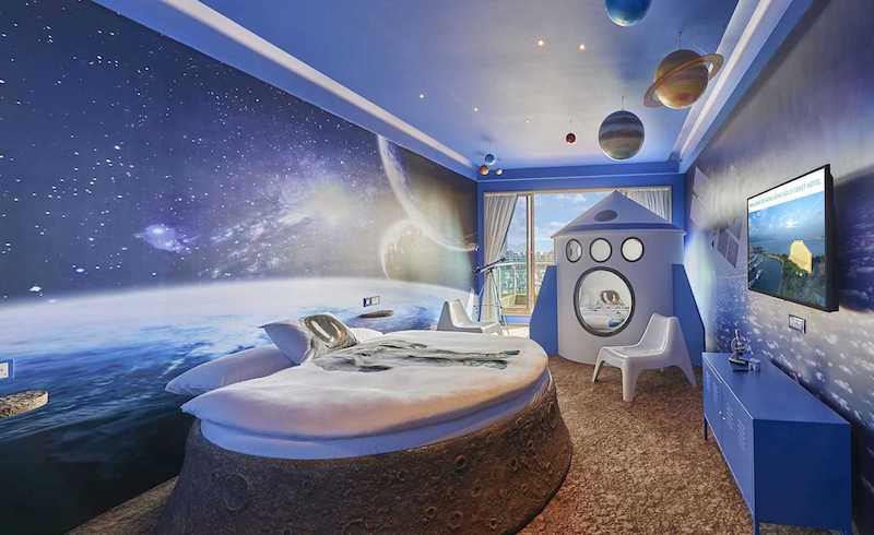 space themed room at gold coast hotel pic