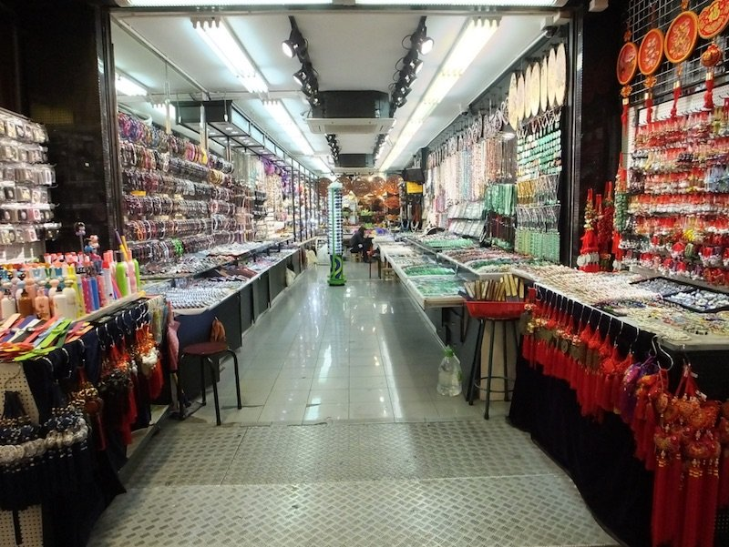 stanley-market-jewelry-shop-by-maureen-lunn-flickr-cc-changed-by-author-after-publication