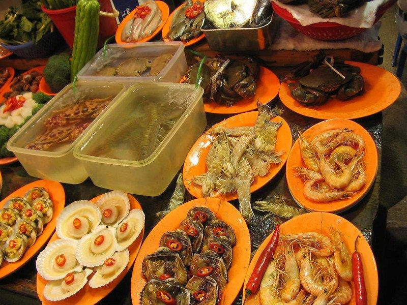 temple street night market food by tracy hunte