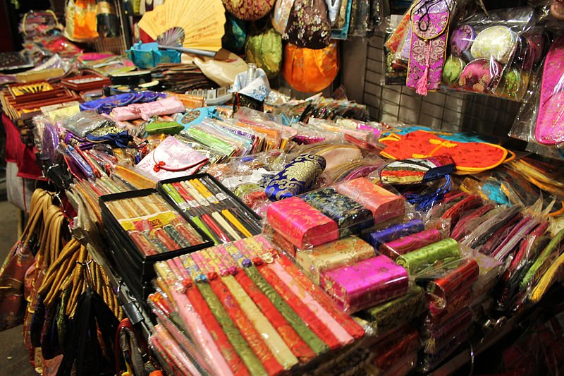 what to buy in temple street night market - header