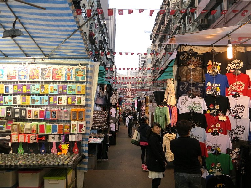 what to buy in temple street night market stalls by oleg