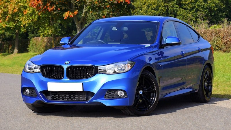 win a car by mike pexels - blue-bmw-sedan-near-green-lawn-grass-170811