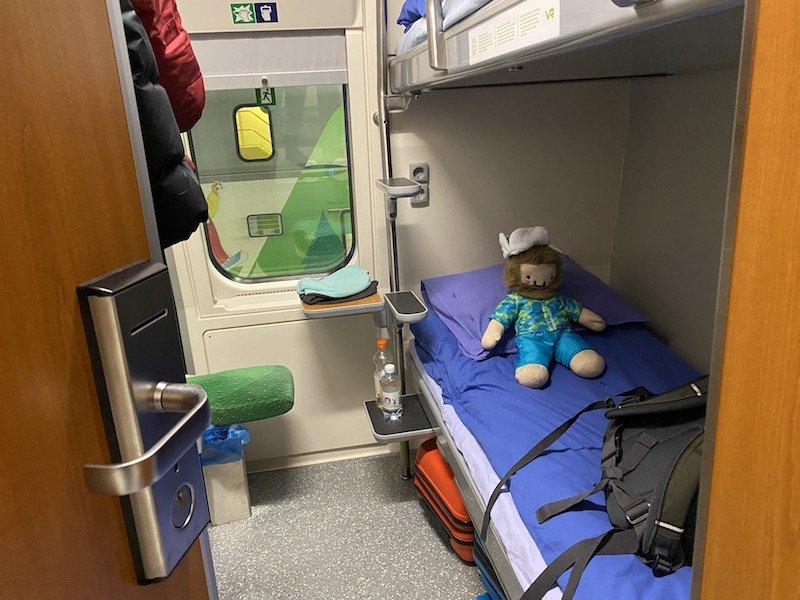 Image - Helsinki to rovaniemi sleeper train cabin view