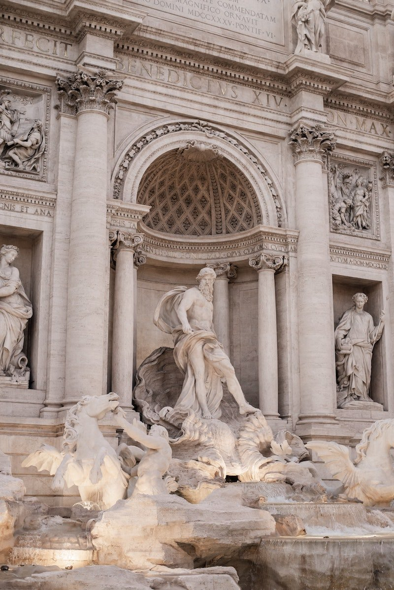 central-sculpture-of-trevi-fountain-in-rome art house studio
