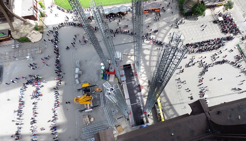 eiffel tower view of crowds by mitch barrie flickr