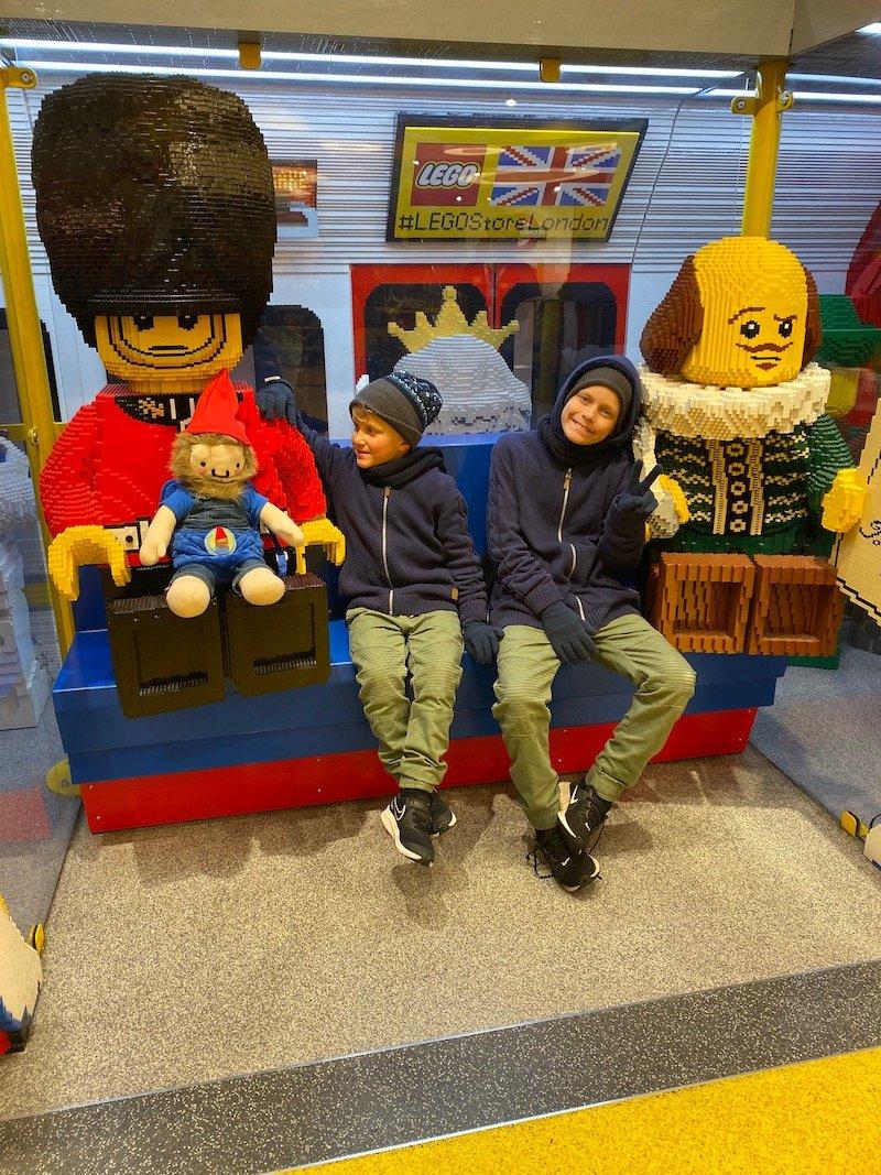 hamleys lego characters pic 800