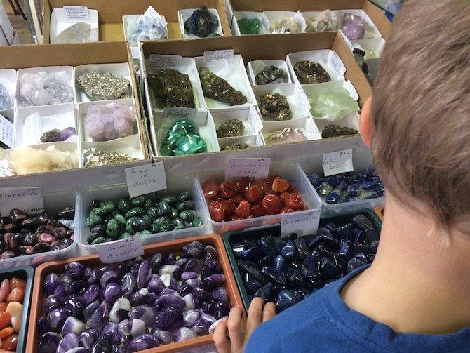 image- gemstones table at lismore gemfest