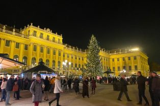 image - how to save money for travel to schonbrunn xmas market 800
